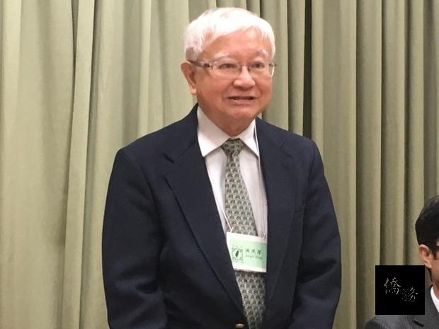 美國台灣文化協會會長洪茂澤表示,他被秀朗國小歌仔戲團的20幾年來的持續堅持傳統文化感動。(世界日報提供)
