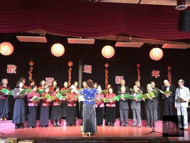 臺灣中心長輩合唱團歌聲優美。