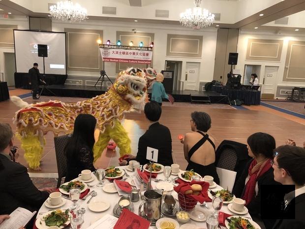 大波士頓區中華文化協會2日晚間在Framingham Sheraton Hotel 舉辦2019年會,由傳統舞獅揭開序幕。