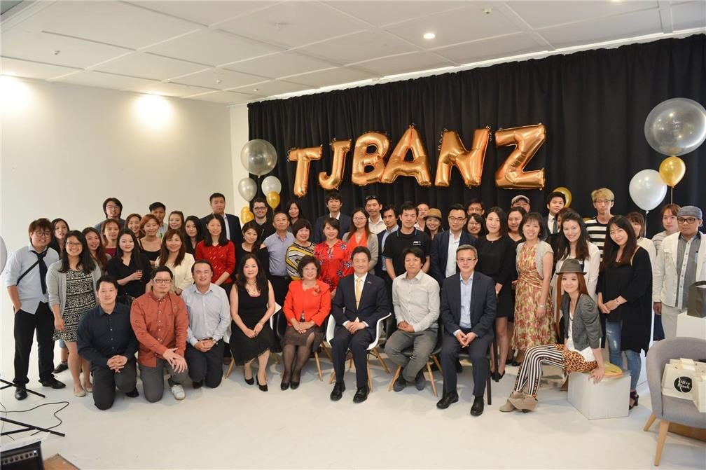 Taipei Economic and Cultural Office in New Zealand staff, Taiwanese Junior Business Association New Zealand members and lecturers pictured together