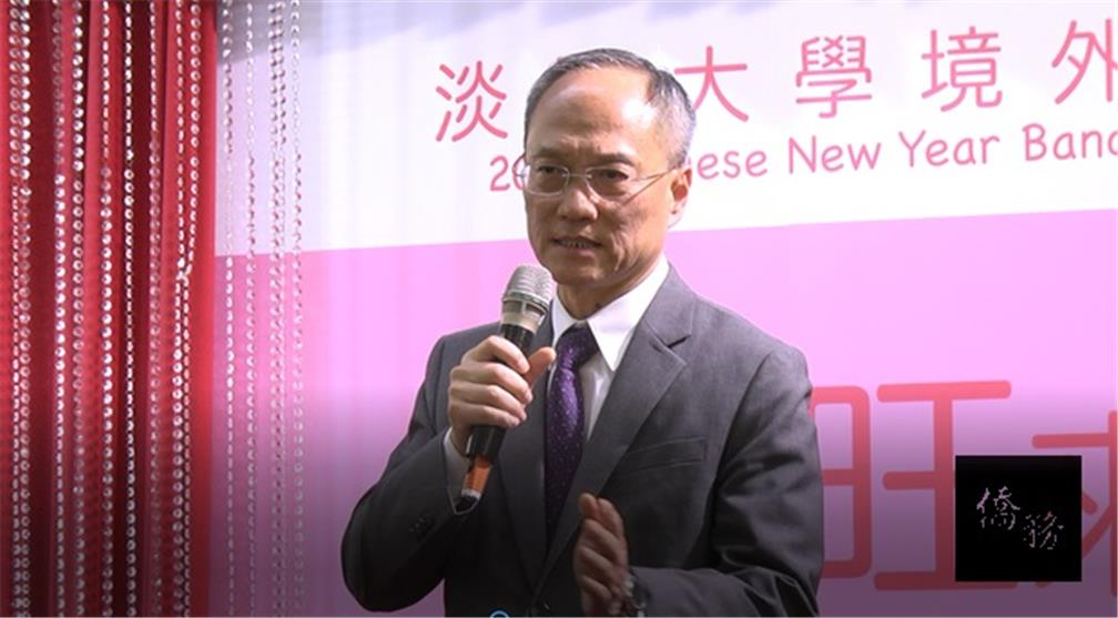 Minister Wu of the Overseas Community Affairs Council explains the New Southbound Policy during his speech.