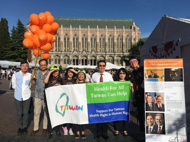 范國樞(右三)感謝熱心僑胞志工以實際行動力挺臺灣參與WHO及WHA